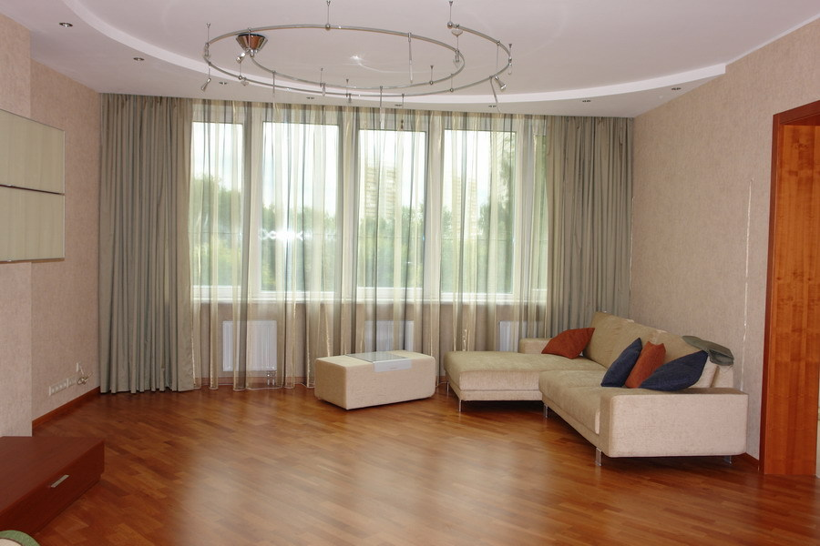 Тюлевые шторы в гостинной